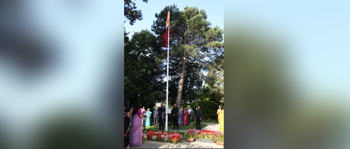 Amb. Indra Mani Pandey hoisting the national flag on 15 August 2021 at India House.